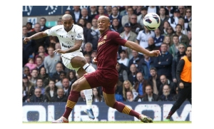 Jermain Defoe scores Spurs second against Man City