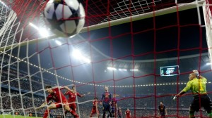 Mario Gomez scores against Barcelona