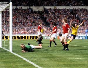 Arsenal dramatically beat Man Utd 3-2 at Wembley Source: MSN